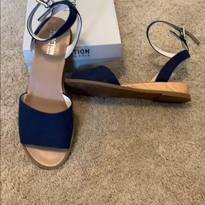 Kenneth Cole Reaction navy blue sandals. Size 9